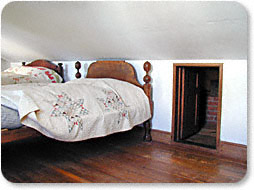 A bed was placed in front of the small door to hide the location of the small room.